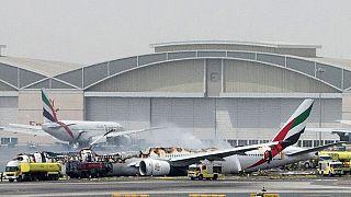 لقطات مصورة للحظة اندلاع النيران في الطائرة الاماراتية بمطار دبي