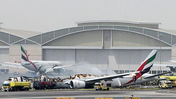 آتش گرفتن یک هواپیمای مسافربری پس از فرود در فرودگاه دبی