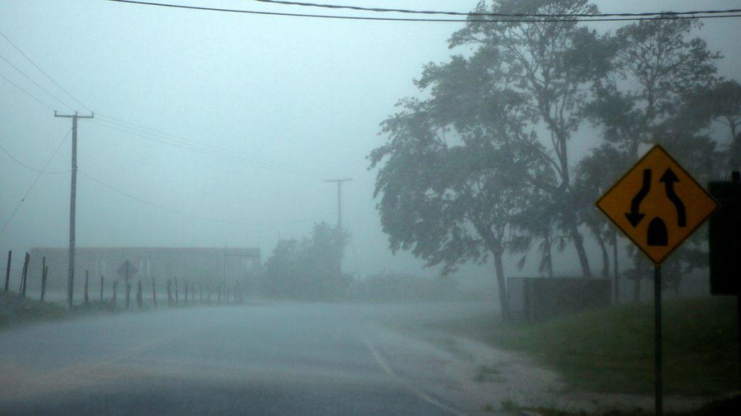 """Тропический шторм """"Эрл"""" переквалифицирован в ураган и движется на Центральную Америку"""