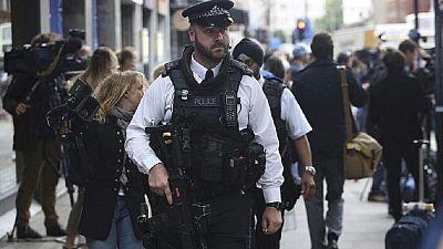 London knife attack leaves 1 dead, 5 injured