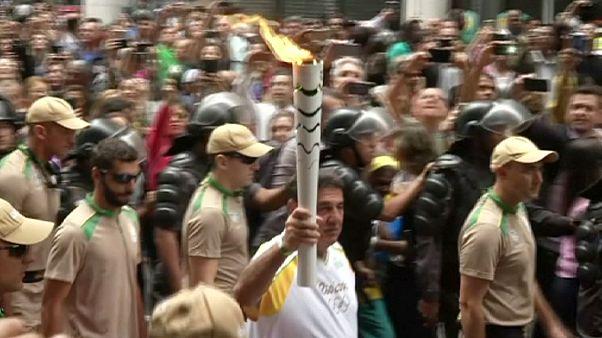 Ρίο 2016: Διαδηλώσεις αμαυρώνουν την λαμπαδηδρομία