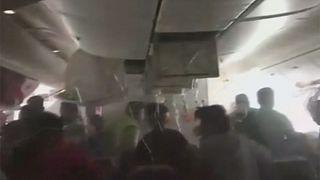 تصاویری از خروج مسافران هراسان از هواپیمای سانحه دیده در دوبی