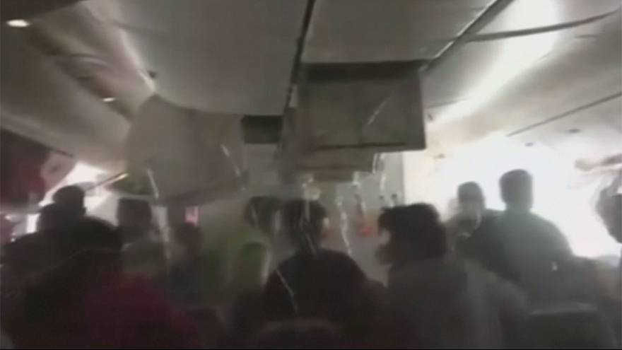 VIDEO: Incidente a Dubai, panico a bordo dell'aereo in fiamme