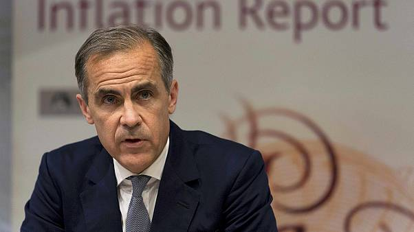 Η Τράπεζα της Αγγλίας πλημμυρίζει με στερλίνες την αγορά