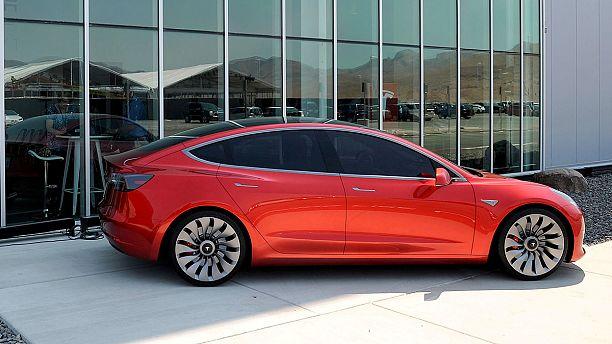 Tesla reports big losses again