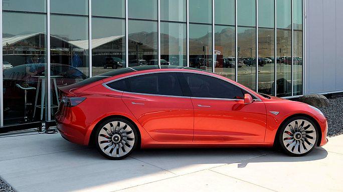 Tesla quinientos millones de euros en el primer semestre, pese a más coches vendidos