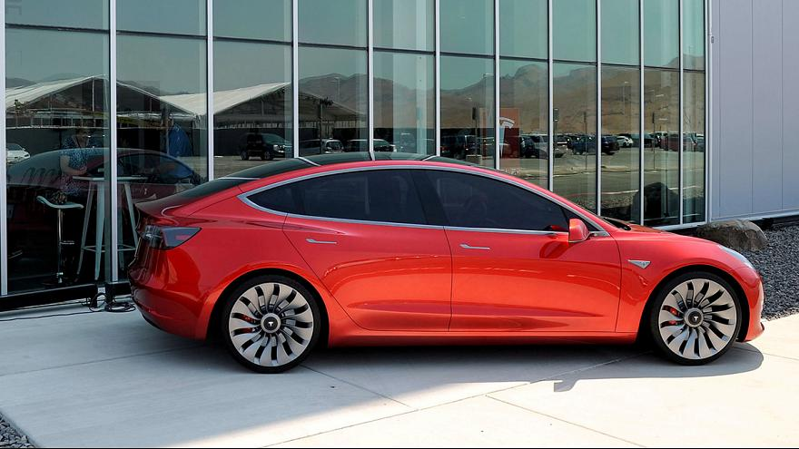 Tesla ikinci çeyrekte de zarar etti