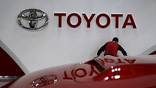 Strong yen prompts Toyota profit warning