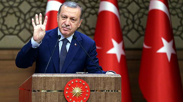 Juncker: Türkiye'ye AB kapısını kapatmak hata olur