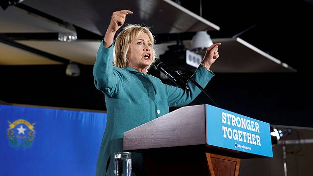 ABD'de Clinton'ın mitinginde protesto sesleri