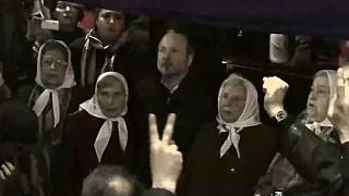 Argentina: crowds shield prominent human rights activist from arrest