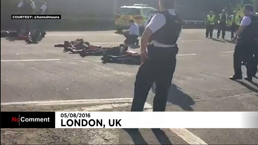 """""""Black Lives Matter"""": Demonstranten bringen Verkehr vor Heathrow zum stehen"""