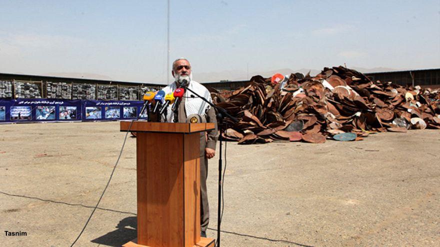 بر اساس قانون منع استفاده از ماهواره، ۷۰ درصد مردم ایران مجرم هستند