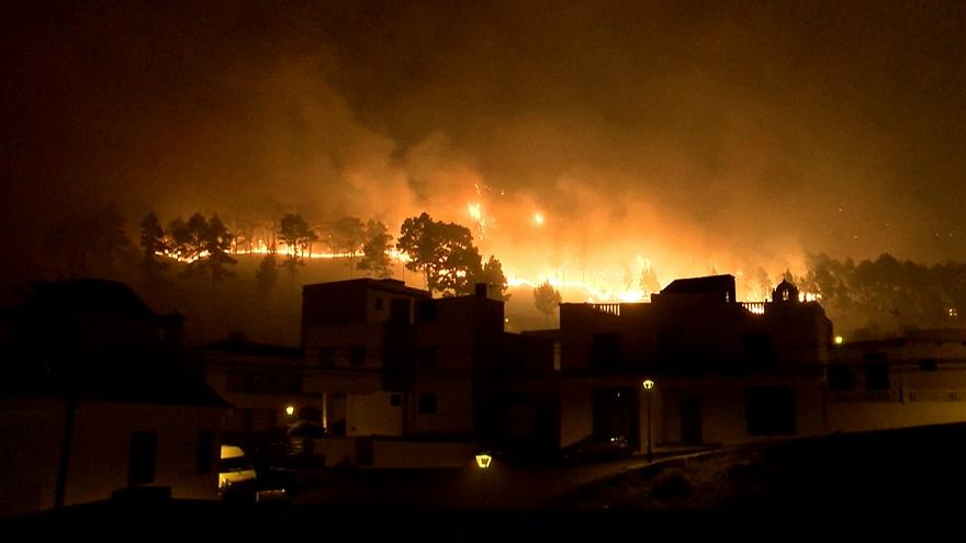 Canary Islands 'toilet paper' blaze rages on, heading south