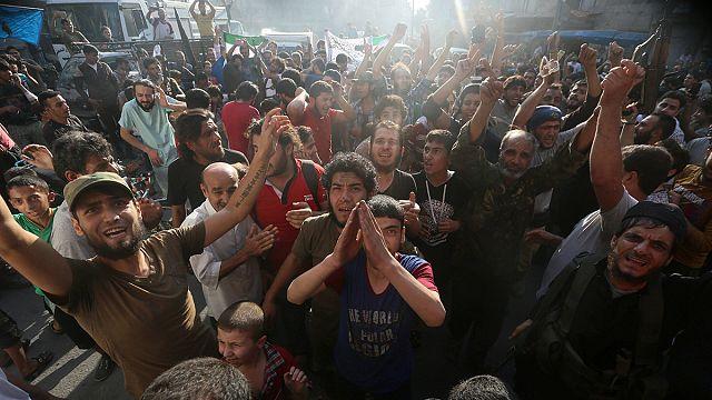 Suriyeli muhalifler Halep kuşatmasını kırdı