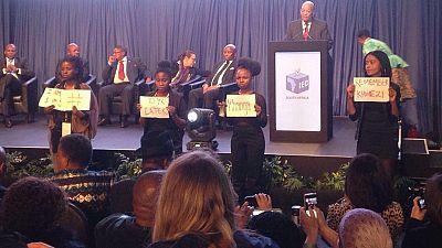 Un discours de Jacob Zuma perturbé par quatre femmes activistes