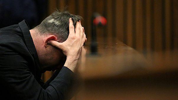 Oscar Pistorius, trasladado al hospital con profundos cortes en sus muñecas
