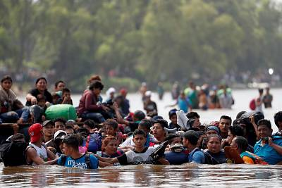 Central American migrants cross the Suchiate river, the natural border between Guatemala and Mexico, on Oct. 29, 2018.