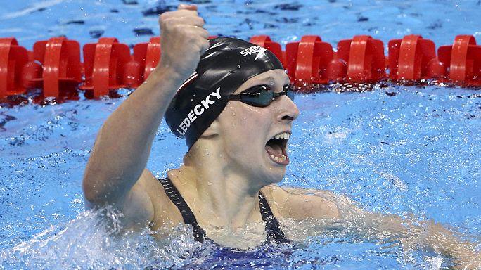 السباحة الاميركية ليديكي تفوز بذهبية سباحة 400 متر حرة في اولمبياد ريو