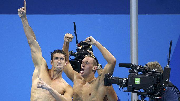 Michael Phelps 19. altın madalyasını aldı