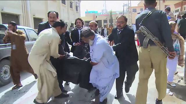 Pakistan'da hastaneyi hedef alan bombalı saldırı katliama neden oldu