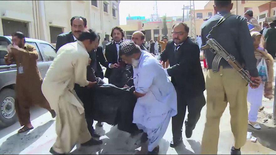 Pakistan : attentat suicide dans un hôpital, plus de 70 morts