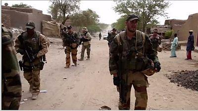 Mali : un casque bleu tué et quatre autres blessés dans l'explosion d'une mine
