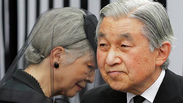 A japán császár visszavonulna, de nem teheti