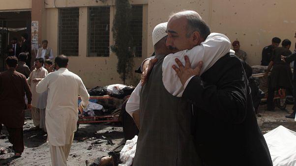 وکلای زیادی در حمله انتحاری بیمارستان پاکستان کشته شدند