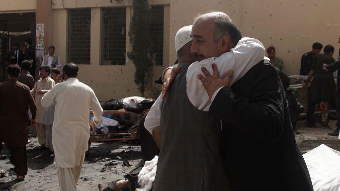 Теракт в Пакистане: погибших все больше