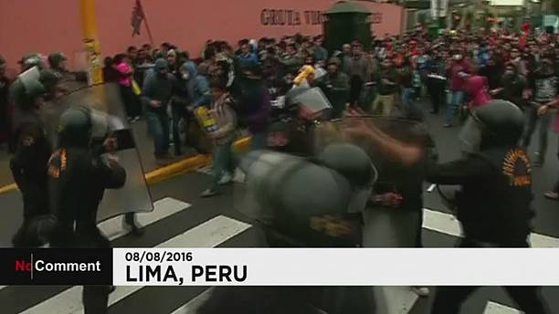 Peruvian students clash with police during protest