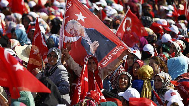 Ankara: 16 ezren vannak rács mögött a puccskísérlet miatt
