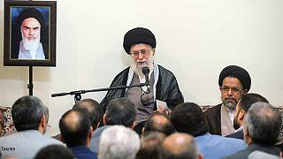 رهبر جمهوری اسلامی: وزارت اطلاعات نباید آسیب پذیر شود