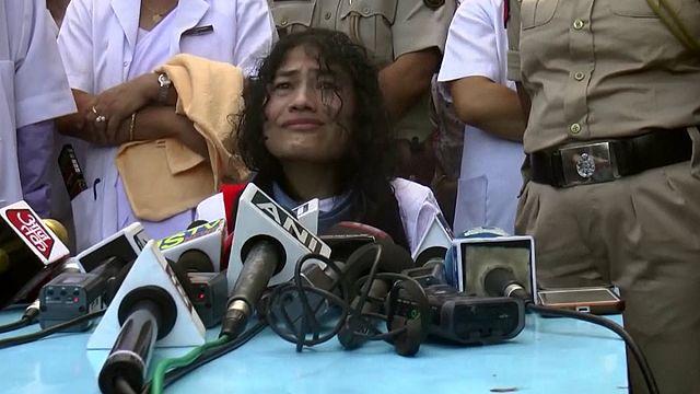 Tizenhat éves éhségsztrájkot tört meg egy indiai aktivista