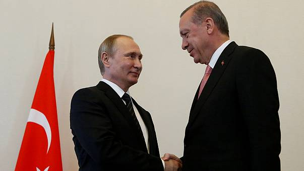 """Orosz–török kapcsolatok: Erdoğan megbékélt """"kedves barátjával, Vlagyimirral"""""""