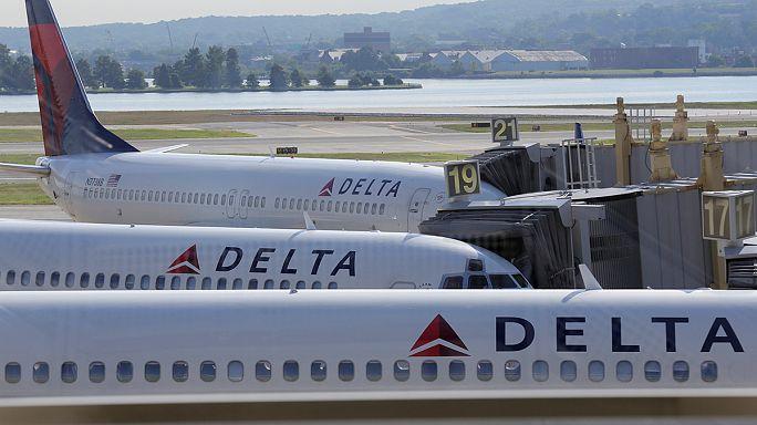 Авиакомпания Delta во вторник продолжила отменять рейсы