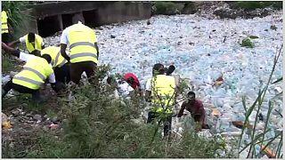 Cameroun : Roger Milla se lance dans le recyclage des déchets plastiques