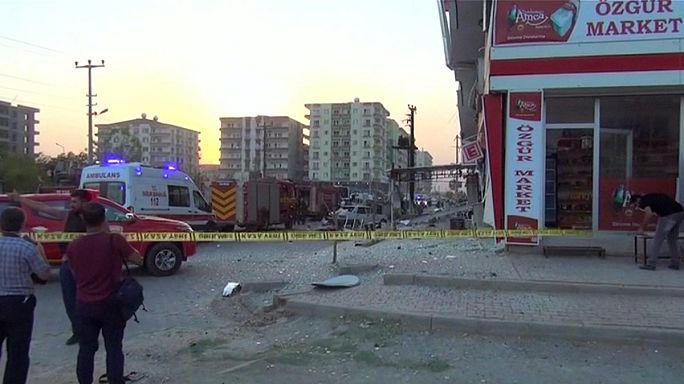 Sieben Tote und Dutzende Verletzte bei Anschlägen in Südosttürkei