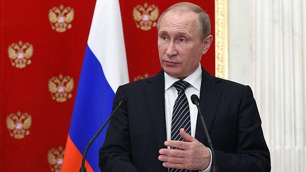 """Russie : Poutine accuse l'Ukraine de """"passer à la terreur"""" en Crimée"""