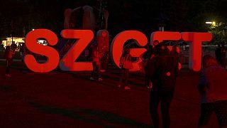Sziget Festivali'nde onbinler yağmura aldırış etmedi