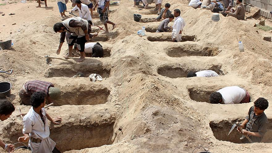 Image: Yemenis dig graves for children who were killed when their bus was h