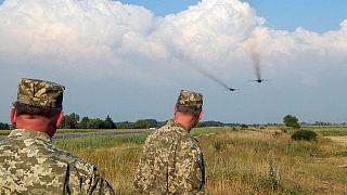 بوروشينكو يأمر الجيش الأوكراني بالتأهب على حدود القرم ودونباس