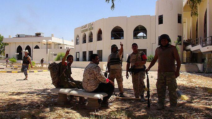 Az Iszlám Állam által uralt egyetlen líbiai nagyváros a tét
