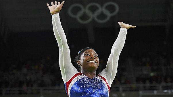 نابغه آمریکایی مدال طلای رقابت های ترکیبی ژیمناستیک را کسب کرد