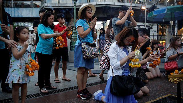 Thaiföld: gyász és félelem a robbantások után