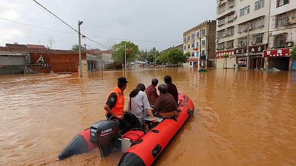 Peking: heves esőzés után áradások