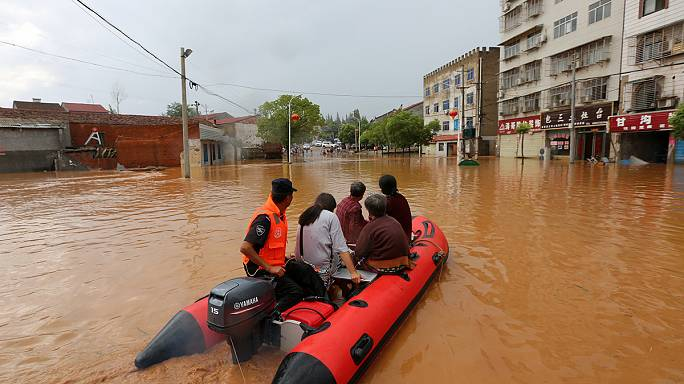 Miles de evacuados e importantes daños por las inundaciones en China