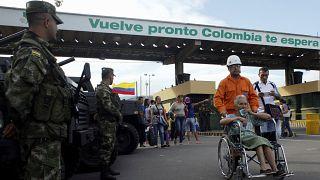 Venezuela-Kolombiya sınırı yayalara açıldı