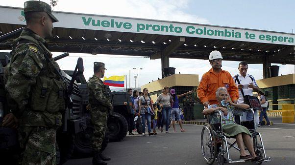 Milhares de venezuelanos cruzam a fronteira