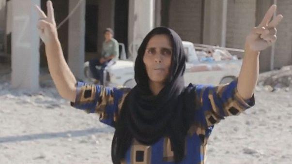 A dzsihadisták aknái fenyegetik a Manbidzsba visszaköltözőket